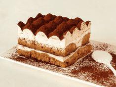 Discover and prepare the unmistakable recipe of Real Tiramisu by Galbani, the site specializing in Italian recipes. Tiramisu Cheesecake, Vegan Tiramisu, Food Cakes, Crepes Nutella, Flan Dessert, Speed Foods, Yogurt Cake, Italian Desserts, Biscuit Recipe