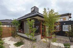 與双親、愛犬一起享受四季氛圍轉換的家。 via 建築師 大熊美菜子