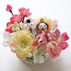 お花見風♪ひなまつりアレンジ Japanese Flowers, Child Day, Quilling, Floral Arrangements, Diy And Crafts, Dolls, Christmas Ornaments, Holiday Decor, Spring
