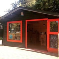 Nuestra tienda en Pucón, Chile Our store in Pucón, Chile  Macrame, filigrana y wire wrap  Rio De Magma at Instagram