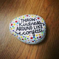 Painted rock / rock painting / rock art / painted stones / quotes / kindness - Kindness Rocks Quotes & Sayings Pebble Painting, Pebble Art, Stone Painting, Diy Painting, Shell Painting, Painting Quotes, Painted Rock Animals, Hand Painted Rocks, Painted Stones