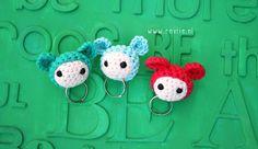 free tutorial of Revlie, love her Crochet Gifts, Diy Crochet, Crochet Keychain, Crochet Necklace, Crochet Accessories, Hair Accessories, Crochet Monsters, Keychains, Crochet Projects