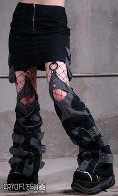"""Not quite, maybe """"anime"""" leg-boots. Alienus Skirt - Wold love to make this in brown salvaged leather Mode Cyberpunk, Cyberpunk Fashion, Cyberpunk Tattoo, Cyberpunk 2077, Mode Queer, Psytrance Clothing, Mode Emo, Cool Outfits, Fashion Outfits"""