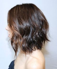 Loose Messy Waves in A-line Bob Hairstyles Straight and wavy hair will fare well with this bob style that is cut slightly higher in the back. Scrunch damp hair with some curl enhancer and allow your locks to air dry to Damp Hair Styles, Medium Hair Styles, Short Hair Styles, Bob Styles, Pretty Hairstyles, Bob Hairstyles, Bob Haircuts, Fashion Hairstyles, Wavy Asymmetrical Bob