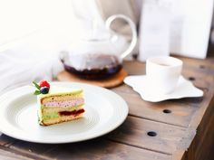 Вкусный тортик с чаем Avocado Toast, French Toast, Breakfast, Food, Morning Coffee, Essen, Meals, Yemek, Eten