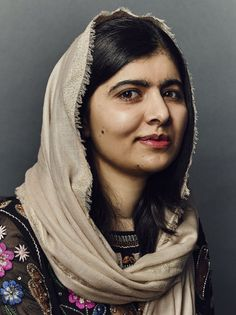 Malala Yousafzai – student, Pakistani activist, and Nobel Peace Prize winner Wise Women, Strong Women, Divas, Malala Yousafzai, Badass Women, Great Women, Black And White Portraits, Iconic Women, Aesthetic Pictures