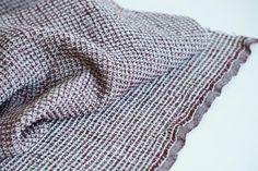 Lino orgánico / algodón con gofres clásicos--baño--la toalla de cocina ropa de cama--Burdeos y Color gris de LINENstep en Etsy https://www.etsy.com/es/listing/253841753/lino-organico-algodon-con-gofres