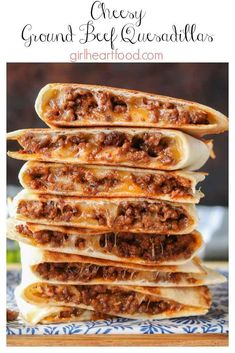 These ground beef quesadillas are jam packed with flavourful beef and lots of ch. These ground beef quesadillas are jam packed with flavourful beef and lots of cheese. They're super easy to make and disappear fast! Ground Beef Quesadillas, Chicken Quesadillas, Ground Beef Burritos, Chicken Quesadilla Recipes, Quesadilla Burgers, Healthy Quesadilla, Ground Beef Enchiladas, Chicken Wrap Recipes, Mexican Food Recipes