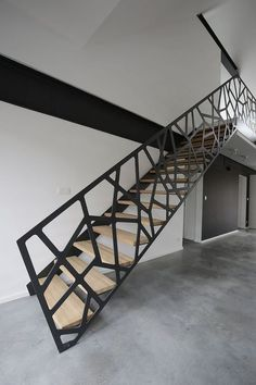 40 Awesome Modern Stairs Railing Design for Your Home Modern Stair Railing, Stair Railing Design, Stair Handrail, Staircase Railings, Stairways, Railing Ideas, Banisters, Steel Stair Railing, Escalier Design