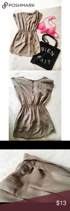 Price Drop H&M Casual Dress Easy, breezy H&M Divided dress with snap and zipper detailing. Comfortable, silky fabric. Can be used as a swimsuit cover-up!  H&M Dresses Mini
