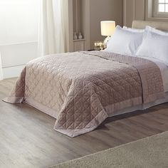 Part of the latest luxurious Kelly Hoppen range, this gorgeous bedspread will give your bedroom an instantly updated interior.