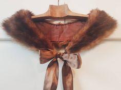 Col amovible en fourrure / Foulard / Echarpe / Renard / Noeud / Manteau / Vintage / Mode / Cadeau pour elle Fur Collars, Dream Catcher, Gifts For Her, Ribbon, Vintage Fashion, Bows, Boutique Etsy, Satin, Touch