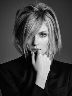 """A supermodelo polonesa Anja Rubik é o rosto apresentado pela Kérastase para a sua nova campanha, """"Visions of Style II"""". A Kérastase sempre representou o melhor em cuidados para o cabelo, estabelecendo os mais elevados padrões de cuidados capilares e produtos modeladores profissionais. Segundo a L'Oréal que detém a marca, o novo produto a ser lançado… Leia mais Anja Rubik é o rosto da nova campanha da Kérastase"""