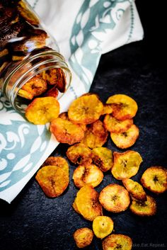 Plantain Chips - Quick and easy plantain chips - crunchy and crispy and perfect to snack on! Healthy Snack Options, Vegan Snacks, Easy Snacks, Healthy Snacks, Healthy Recipes, Fast Recipes, Healthy Dinners, Healthy Eats, Recipes