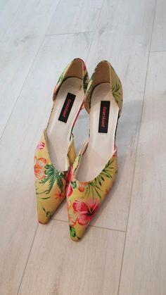 Beige High Heels, Primark, Zara, Der Arm, Pretty Shoes, Wedding Shoes, Pumps Heels, Peep Toe, Tropical