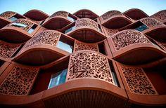 Масдар - город, построенный согласно концепции «Smart City».Современные технологии, комфорт, высокий уровень жизни — вот основные преимущества современного мегаполиса.