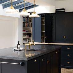 Dark Kitchen A Beautiful Shaker Kitchen Design by Devol … Belgium Blue Blue Shaker Kitchen, Black Granite Kitchen, Navy Kitchen, Blue Kitchen Cabinets, Dark Cabinets, Painted Cupboards, Kitchen Worktops, Island Kitchen, Charcoal Kitchen