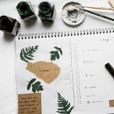 We have an awful natural light at the moment so i was waiting before taking pics until it will be better but...I can't wait anymore or it will be too late So here you have my #monthlylog for October. I always tend to go for greenery when it comes to Autumn & Winter. . . #octoberplanning #octoberspread #octoberlog