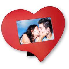 Cosa c'è di più romantico di una cornice a forma di cuore da regalare alla tua dolce metà per #sanvalentino? <3  Puoi personalizzarla qui con le tue foto:  http://www.fotoregali.com/cornice-love.aspx
