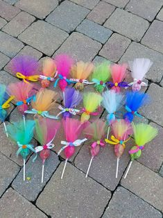 Items similar to Troll pops party favor 36 pack. Put your hair in the air with these cute party favors. Made in any color combinations, just ask! This listing is for a 12 pack of assorted c… Festa do trolls Arts And Crafts Ideas Trolls Birthday Party, Troll Party, 3rd Birthday Parties, Birthday Party Decorations, 2nd Birthday, Birthday Ideas, Birthday Design, Party Themes, Party Favors For Kids Birthday
