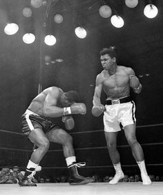 Never-before-seen photos of the Muhammad Ali vs. Sonny Liston heavyweight rematch have been released 50 years after the two met for the iconic match 50 years ago. Muhammad Ali Boxing, Muhammad Ali Quotes, Boxing History, Float Like A Butterfly, Boxing Fight, Combat Training, Boxing Champions, Pose Reference Photo, Boxing Workout