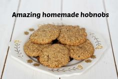 What& your favourite biscuit? Ours are hobnobs which is why we& sharing this recipe for our own homemade hobnobs recipe today. Oat Cookies, Biscuit Cookies, Homemade Biscuits, Homemade Cookies, Buscuit Recipe, Easy Homemade Gifts, Frugal Family