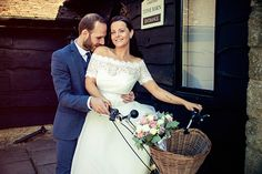 Vintage tandem bike bride and groom - Lindzey & Tony – Wedding Photography in London | Ana Gely A. Photography