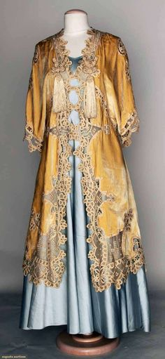 Augusta Auctions, MAY 14th & 15th, 2013: Velvet & Lace Coat, 1915