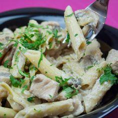O cină copioasă pentru toată familia – paste cremoase cu piept de pui și ciuperci - savuros.info Potato Salad, Paste, Potatoes, Ethnic Recipes, Food, Potato, Essen, Meals, Yemek