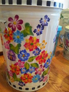 20 Gallon Hand Painted Can krystasinthepointe - ETSY Painted Trash Cans, Paint Cans, First Apartment Decorating, Porch Decorating, Clay Pot Crafts, Diy Crafts, Painting Galvanized Metal, Motorhome Living, Funky Painted Furniture