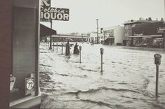 Oakland flood of 1962 Lakeshore Ave. California History, Oakland California, San Francisco Earthquake, San Leandro, East Bay, Extreme Weather, Car In The World, Black White Photos, Bay Area