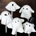 Cake Pops de Fantasmitas para Halloween (veganos) Recetas Halloween, Going Vegan, Cake Pops, Gifts, Thanksgiving, Cupcakes, Videos, Recipes, Chocolate Frosting