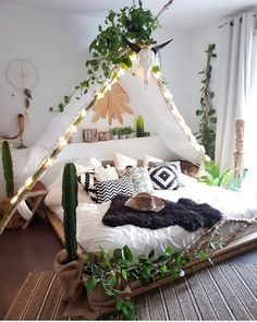 Do you want to add bohemian home decor to your home? Here I have collected cozy boho room styles to integrate into your home. The Bohemian home decor is simple overall, with white walls and beams on the roof and warm wood panels. Minimalist Bedroom, Modern Bedroom, Contemporary Bedroom, Trendy Bedroom, Bedroom Vintage, Vintage Room, Minimalist Living, Bohemian Bedroom Design, Bedroom Designs
