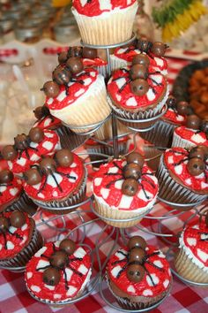 Cute ants on the tablecloth cupcakes for picnics & other outdoor events.