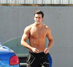 Mario Casas have you been working out? Hot Guys Smoking, Man Smoking, Models, Sport, Handsome Boys, Sensual, Gorgeous Men, Cute Boys, Sexy Men