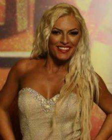 Gorana Babić je u večerašnjoj emisiji Zvezde Granda svojim sjajnim interpretacijama, ali i zavodljivim plesom uspela je da oduševi šestočlani žiri i izazove ovacije publike.