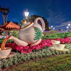 Tea please. Another beautiful holiday decoration at the United Kingdom Pavilion. And a peek of the Eiffel tower in the background. Shot with last nights gang of @vikkimouse321 @mousebymike and @discover_disney.