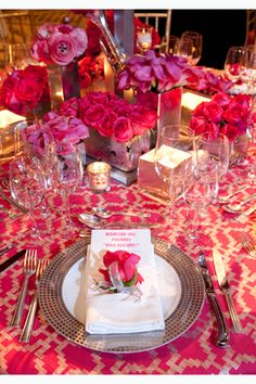 Must-do tips for spring entertaining: I love the setting with the flower on the napkin! Pretty!