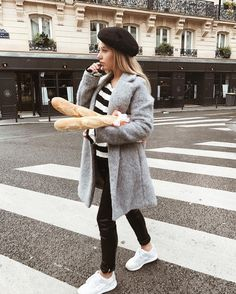 4,656 vind-ik-leuks, 80 reacties - SAAR (@saarbliss) op Instagram: 'The best baguettes in paris 🥖 Wearing: @envii_dk , @comegetfashion , @sparkzdk , @peppermayo |…'
