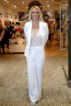 beautyful britney spears in white businesspants h&m