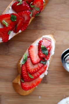Balsamic Strawberry and Goat Cheese Crostini! Great summer time appetizer! | cooking for keeps