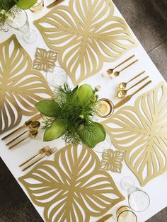 The Veranda placemat in laser cut gold / brass chroma, makes entertaining and tabletop decoration easy and modern. Also available in silver, woodgrain and rose gold.