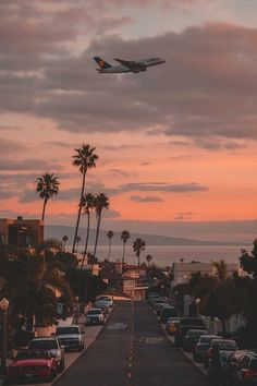 Airbus departing out of Los Angeles intl. Airport during sunset City Aesthetic, Travel Aesthetic, Images Murales, Nature Photography, Travel Photography, Vintage Photography, West Coast Road Trip, Images Esthétiques, Aesthetic Pictures