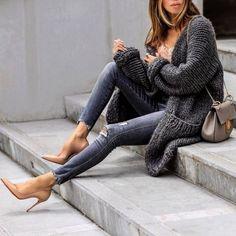 Grey chunky cardigan-Winter fashion trends 2018 – Just Trendy Girls Fashion Tips For Women, Womens Fashion For Work, Fall Winter Outfits, Winter Fashion, Look Urban Chic, Casual Outfits, Fashion Outfits, Fashion Trends, Fashion Fashion