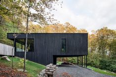 7 gorgeous black timber homes to swoon over - - Shou Sugi Ban and other similar techniques add a dark and unexpected dimension to otherwise simple, minimalist architectural designs. Architecture Résidentielle, Scandinavian Architecture, Minimalist Architecture, Scandinavian Cabin, Casa Do Rock, Rock Rock, Clad Home, Casas Containers, Hillside House
