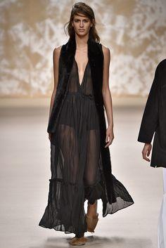 Milan Fashion Week: grifes apresentam transparência nas passarelas.