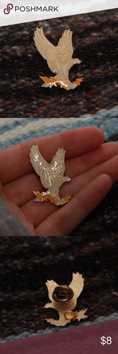 Eagle holding a lightening bolt pin White eagle holding a yellow lightening bolt pin   Lapel pin for collectors   Vintage   Great condition  Comes with backing       Tags:  #Vintage #pin #vintagepin #travel #pins #lapel #lapelpins #tourist #gifts #giftshop #America #bird #souvenir #USA #Harley #eagle #white #lighteningbolt #collector Jewelry Brooches