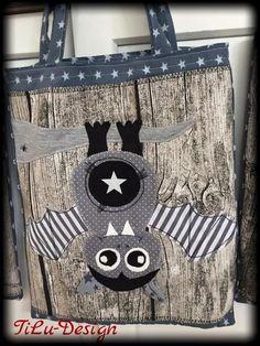 "Applikationsvorlage - ""Fledermaus"" - Kinder - Applizieren - Applikation - TiLu Design Fabric Postcards, Sewing For Kids, Handicraft, Sewing Patterns, Sewing Ideas, Baby Kids, Reusable Tote Bags, Etsy, Purses"
