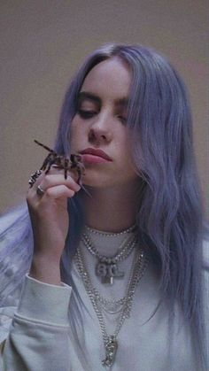 My love billie eilish in 2019 billie eilish, singer, queen Billie Eilish, Street Style Vintage, Black And White Outfit, Videos Instagram, Portrait, Music Artists, How To Fall Asleep, Beautiful People, Persona