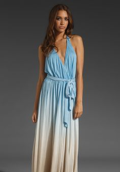 love it. in a way reminds me of the blue gown my mom has. and now i really want to wear it somewhere!
